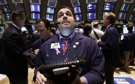 Un courtier sur le plancher de la Bourse... (PHOTO RICHARD DREW, AP)