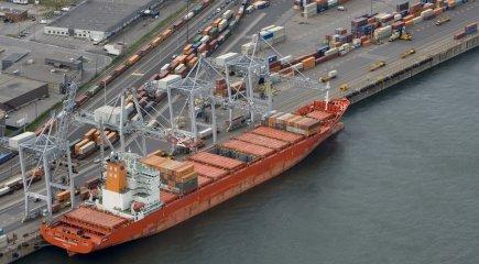 Vue aérienne du port de Montréal.... (PHOTO DAVID BOILY, LA PRESSE)