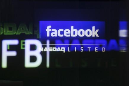 Le réseau social en ligne Facebook (FB)entrera le 12 décembre... (Photo Reuters)