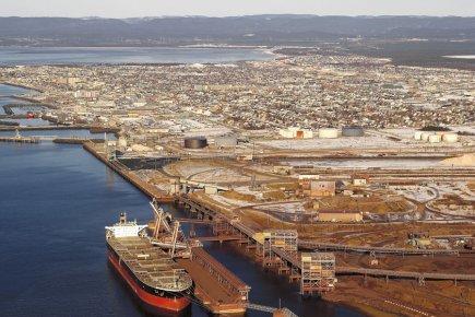Installations portuaires de la Compagnie minière IOC a... (PHOTO FOURNIE PAR LE SOLEIL)