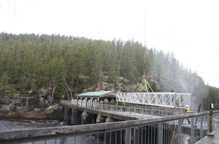 Des passerelles en aluminium ont été installées au-dessus... (Photo Archives Le Quotidien)