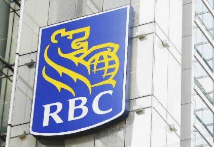 La banque entend poursuivre ses investissements en personnel et en succursales...
