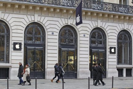 Le magasin Apple de Paris a été cambriolé... (Photo Rémy de la Mauvinière, Associated Press)
