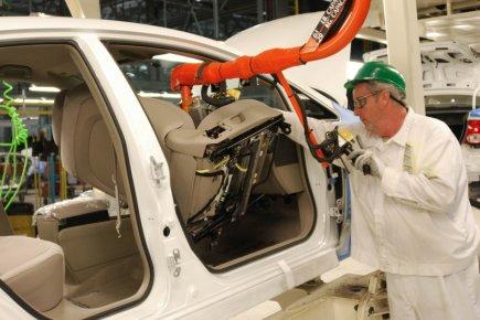 L'activité manufacturière aux États-Unis a crû légèrement le mois dernier après... (Photo Archives AFP)
