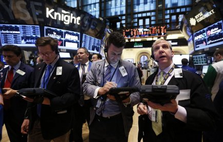 Wall Street et Bay Street vivotaient en fin de matinée vendredi, les...