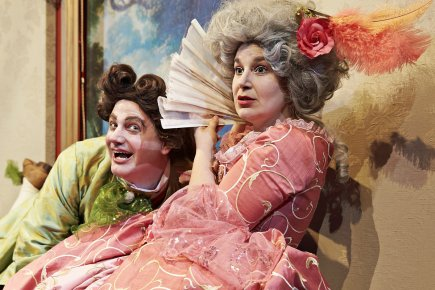Daniel Desparois et Julie Gagné incarnent Arlequin et... (Photo: Luc Lavergne, fournie par le Théâtre Denise-Pelletier)