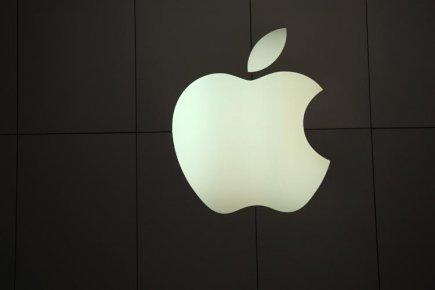 L'action du groupe informatique Apple a clôturé jeudi sous la barre des 400$... (Photo: Reuters)