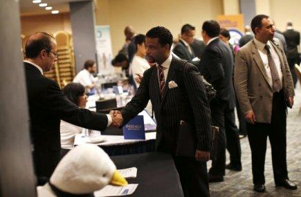 Les embauches ont nettement ralenti en janvier aux États-Unis où le taux de...
