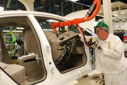 La reprise de l'activité des industries manufacturières s'est accélérée aux...