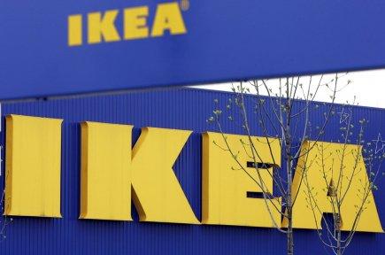 Le géant du meuble Ikea, qui vend également des spécialités culinaires, a... (Photo Associated Press)