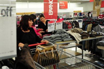 Le moral des ménages est reparti à la hausse en février après avoir chuté au...