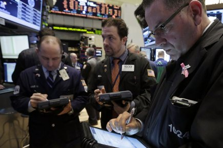 Alors que le TSX reculait de plus de 120 points, Wall Street a légèrement... (Photo Richard Drew, AP)