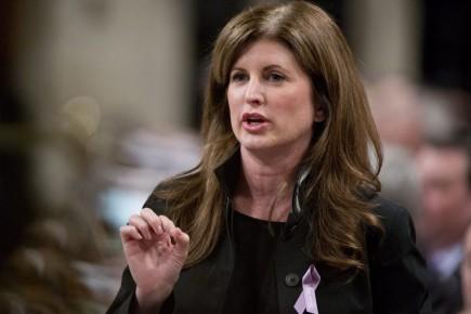 La ministre des Travaux publics, Rona Ambrose, annoncera... (Photo Adrian Wyld, archives La Presse Canadienne)