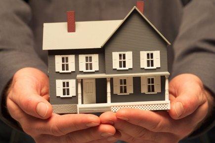 Le prix moyen d'une maison standard à deux... (Photo Archives La Presse)