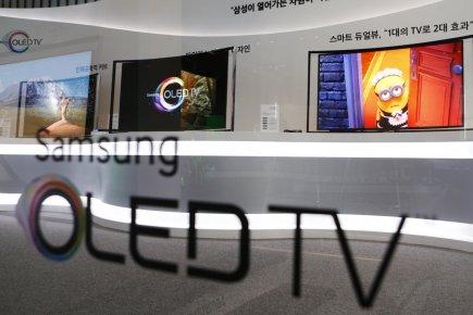 Les écrans «oled» (acronyme en anglais pour «diode... (PHOTO LEE JAE, REUTERS)