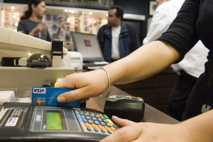 Le niveau d'endettement du consommateur a diminué de... (PHOTO ARCHIVES BLOOMBERG)