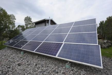 Des modules solaires photovoltaïques... (Archives Le Quotidien, Gimmy Desbiens)