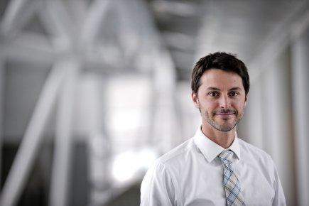 Christian Rousseau, 38 ans, est directeur-conseil, politique de... (PHOTO MARCO CAMPANOZZI, LA PRESSE)