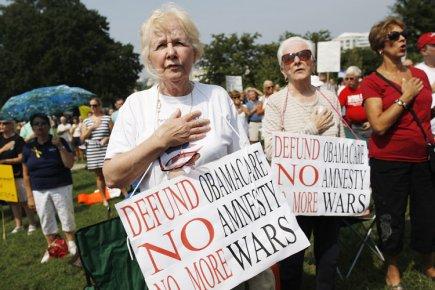 Des militants du Tea Party ont dénoncé vigoureusement... (Photo: Reuters)
