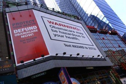 Un panneau publicitaire installé à New York sur... (PHOTO MIKE SEGAR, REUTERS)