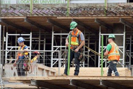 Les secteur de la construction a gonflé légèrement... (PHOTO RYAN REMIORZ, PC)