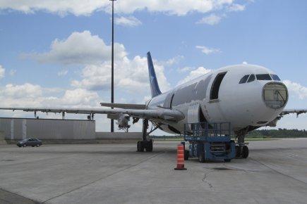 Des oiseaux et des larmes marie tison transports for Avion air transat interieur