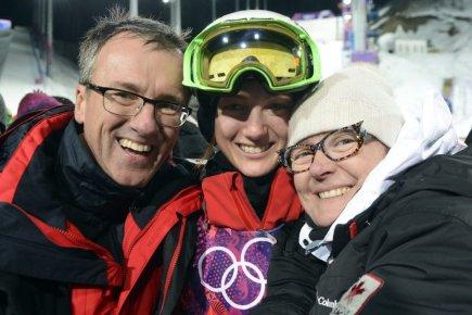 Maxime Dufour-Lapointe et ses parents Johane Dufour et... (Photo Bernard Brault, La Presse)