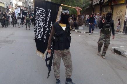 Un combattant du Front al-Nosra parade près de Damas.