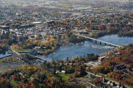 <p>Le Centre-du-Québec est partagé entre son identité urbaine, avec Drummondville (notre photo), Victoriaville et Bécancour, et sa personnalité rurale avec les MRC de l'Érable et de Nicolet-Yamaska.</p>