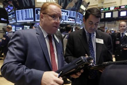 «Les prix du pétrole montent un peu, cela aide, et aussi les commentaires du [président de la Réserve fédérale de New York William] Dudley, qui a dit essentiellement qu'il n'y aurait pas de hausse des taux d'intérêt en mars», a commenté Mace Blicksilver, chez Marblehead Asset Management.