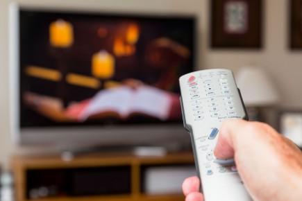 Depuis le début du mois de février, Capitales Médias produit le contenu vidéo des nouvelles dédiées aux bulletins régionaux de V. Ce contenu sert autant les bulletins d'informations télévisés de V que les plateformes numériques des deux groupes.