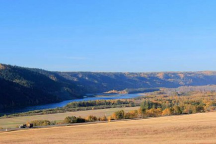 Des filiales du groupe espagnol Acciona et du sud-coréen Samsung réaliseront avec la société canadienne Petrowest les travaux d'ingénierie, principale phase de la construction du barrage «Site C», sur la Peace River, dans le nord-est de la Colombie-Britannique, a indiqué la société publique BC Hydro.