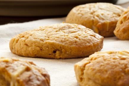 «En forme de languette bombée, fait avec une pâte semblable à celle du biscuit... (Photo 123rf)