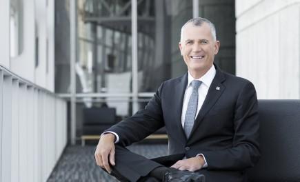 Pierre Gabriel Côté est président-directeur général d'Investissement Québec. Il est titulaire d'un baccalauréat en génie mécanique de l'Université Laval et d'une formation de l'Institut des administrateurs de sociétés de l'Université McGill.