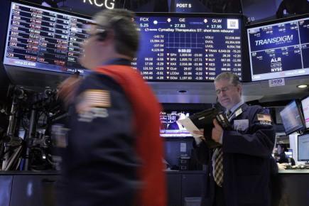 Selon Chris Low, chez FTN Financial, le prudent retour de l'optimisme était dû à ce que les investisseurs jugeaient de bon augure que Mme Yellen soit restée ambiguë sur la perspective d'une nouvelle hausse des taux d'intérêt en mars, dont ils craignent qu'elle étouffe encore une croissance déjà anémique.