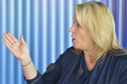 La ministre Lise Thériault... (Photo Le Soleil)