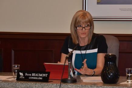La conseillère Sylvie Beaumont.... (Photo Le Quotidien, Jonathan Hudon)