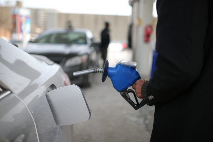 Les distributeurs et importateurs de carburants fossiles doivent... (Archives La Presse)