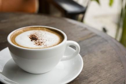 CHRONIQUE / Vous êtes du genre à sortir pour prendre un café chez Tim, chez... (Photo 123RF)