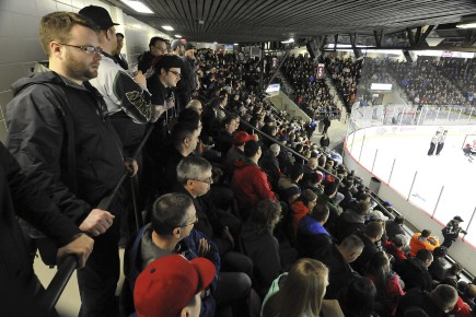 Le Palais des sports de Jonquière était plein... (Photo Le Quotidien, Rocket Lavoie)