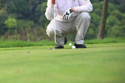 CHRONIQUE / On connaît la situation des clubs de golf un peu partout à travers... (123RF/yigeyinghua)
