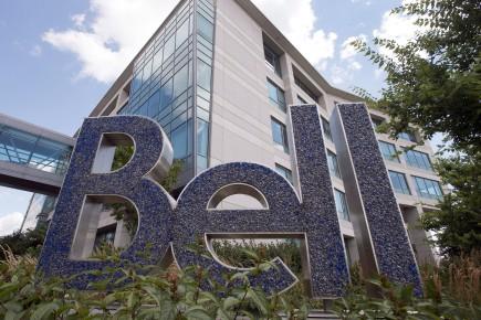 Les trois entreprises poursuivies, dont Bell, devront aussi verser plus d'un million à des organismes de défense des droits des consommateurs.
