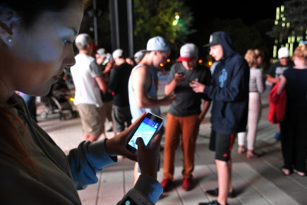 Des amateurs de Pokémon Go.... (Archives Le Quotidien, Rocket Lavoie)