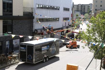 Le festival prépare son installation sur la rue... (Photo Le Quotidien, Jeannot Lévesque)