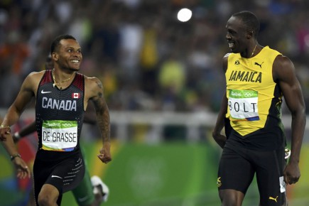Andre De Grasse et Usain Bolt s'échangent un sourire... (PHOTO REUTERS)