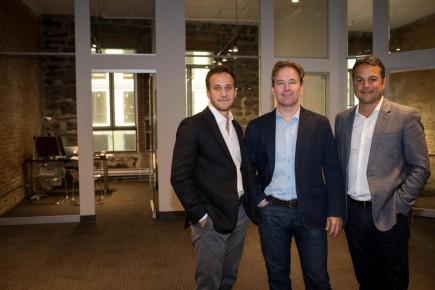 Grâce à un nouvel investissement du fonds White Star Capital, la PME montréalaise Salesfloor prévoit doubler ses ventes en 2016. De gauche à droite sur la photo :Ben Rodier,cofondateur et chef de la clientèle de Salesfloor, Jean-François Marcoux,partenaire de White Star Capital etOscar Sachs,PDG de Salesfloor.