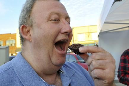 Claude Dubé, l'homme qui mange le plus épicé... (Photo Le Progrès-dimanche, Rocket Lavoie)