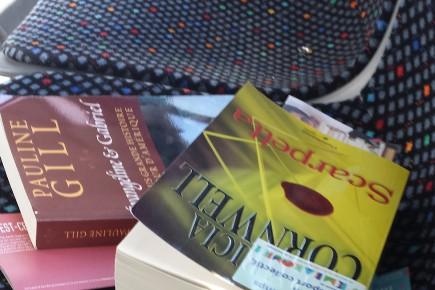 Il y avait des livres gratuits sur les... (Photo Le Quotidien, Catherine Doré)