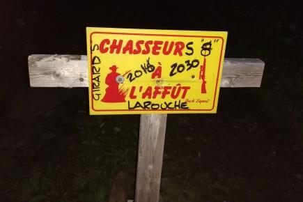 Les pancartes chasseurs à l'affût découragent les adeptes... (Photo courtoisie)
