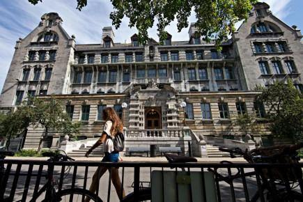 L'Université McGill lance une concentration en analytique d'affaires.<br /><br />photo Patrick SANFACON La Presse-776035-MONTREAL-Dossier sur les couts des Universités au Quebec. L'UNIVERSITE MCGILL-30-10/09/2015, 10 SEPTEMBRE 2015, AFFAIRES etudiant etudiants